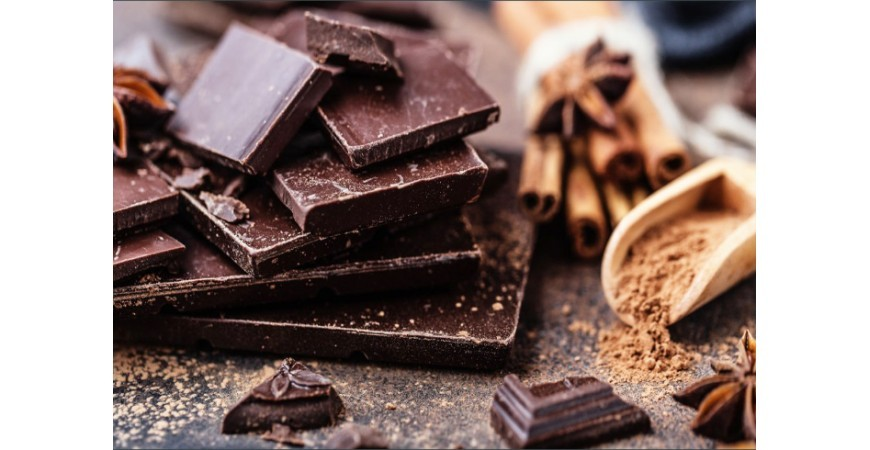 آیا شکلاتی که سفیدک زده است بد است؟